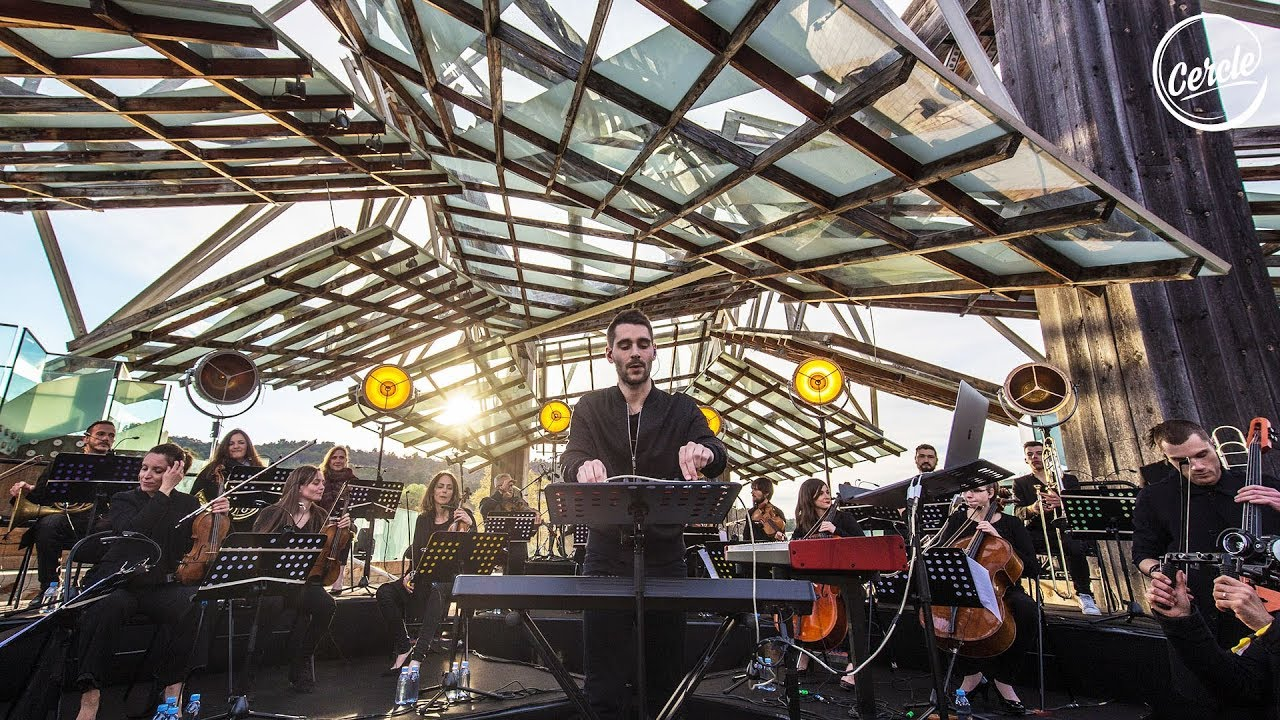 Worakls がオーケストラ編成で<Cercle>に登場、建築家フランク・ゲーリーが手がけた建物でライブ